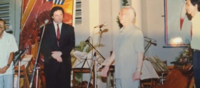 14 JUILLET 1989. BICENTENAIRE DE LA REVOLUTION FRANCAISE. Pour la première fois le Général GIAP visite l'Ambassade et fait un discours vibrant.  A g. l'Ambassadeur Claude BLANCHEMAISON.