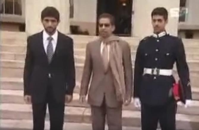 ACADEMIE MILITAIRE de SANDHURST. 9 Avril 2009. H.H Sheukh HAMDAN bin Rachid AL MAKTOUM, H.H Sheikh HAMDAN bin bin ZAYED AL NAHYAN  et son fils ZAYED .