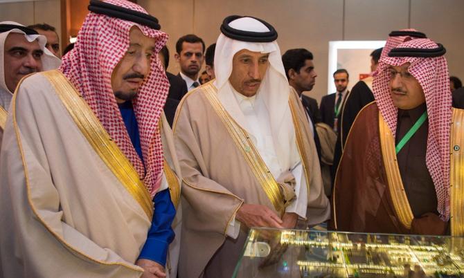 Au centre :LE PRINCE SAUD BIN ABDULLAH BIN THUNAYAN