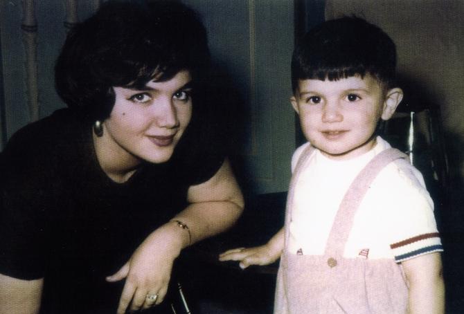 1960. RETOUR à BEYROUTH AVEC SA MAMAN  APRES LA SEPARATION DE SES PARENTS.