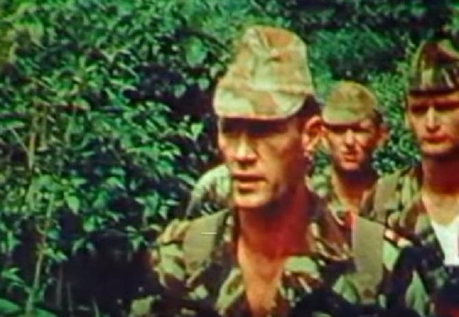 21 SEPT. 1979 . LES PREMIERS GARS PARVENUS SANS ENCOMBRE  à BANGUI-LA-COQUETTE