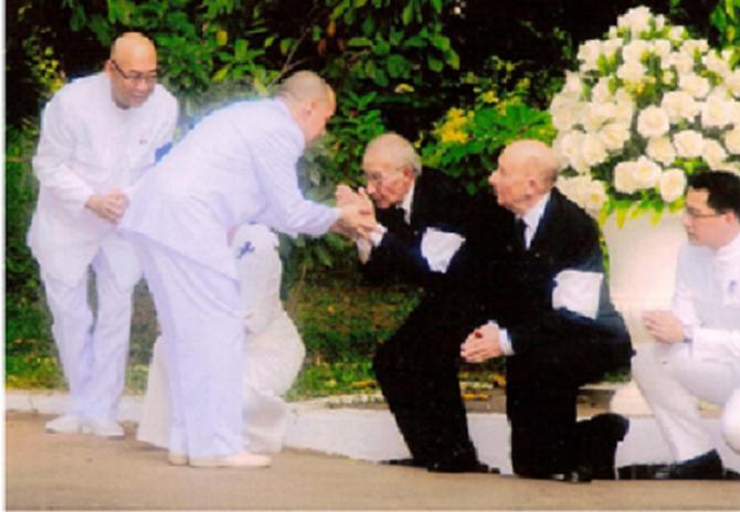 PNOM-PENH. S.A LE PRINCE MANGKRA SOUVANNA PHOUMA PRESENTE SES CONDOLEANCES AU JEUNE ROI SIHAMONI.