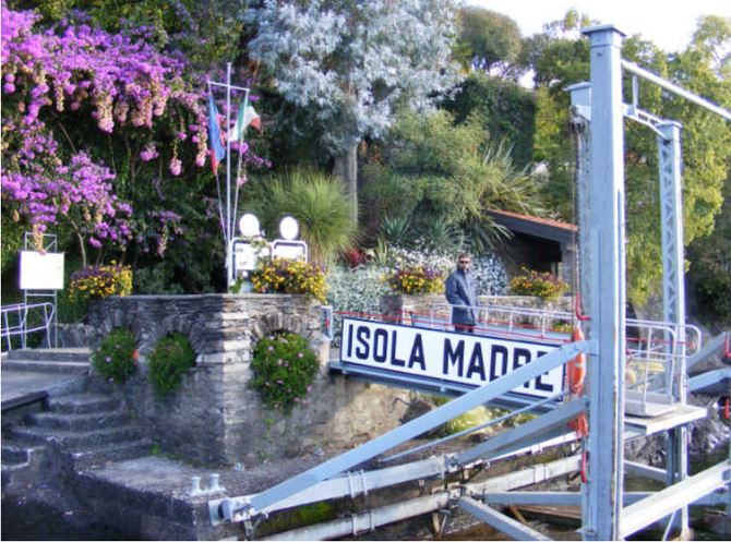 Isola Madre. Embarcadère public fermé exceptionnellement jusqu'au 3 Août  pour le mariage. Photos suivantes SOUVENIRS, SOUVENIRS.