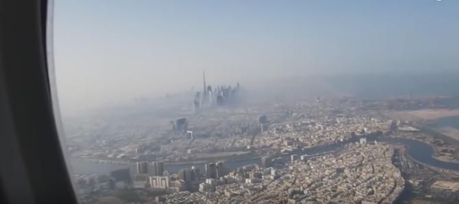 2015 . VUE DE DUBAI à TRAVERS LE HUBLOT DE L'A380 EMIRATES  . AU REVOIR DUBAI