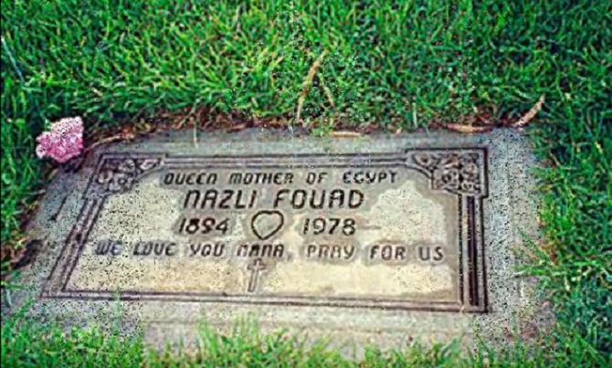 DECEDEE à SANTA MONICA LE 13 JUILLET 1978 LA REINE EST INHUMEE AU CIMETIERE CATHOLIQUE DE LOS ANGELES.