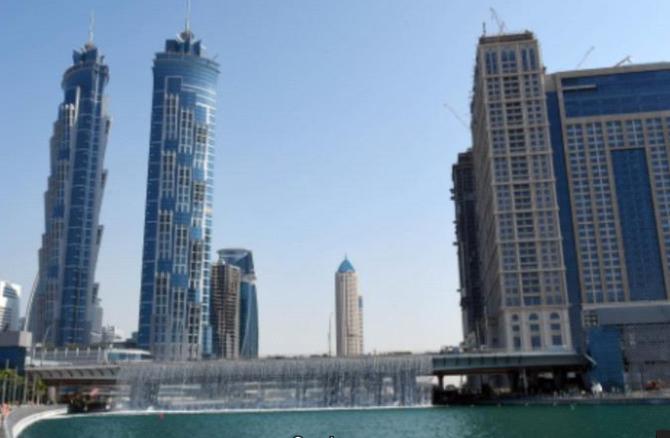 LE CANAL QUI LONGE LE W DUBAI et LE WESTIN AL HABTOOR CITY (IMMEUBLES DE DROITE)