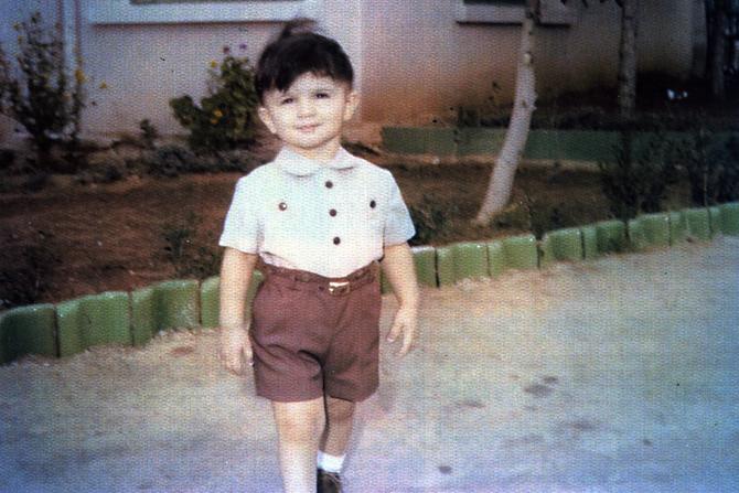 1959. UN ADORABLE ENFANT avec le même sourire et le même regard que son grand-père RIAD EL-SOLH.