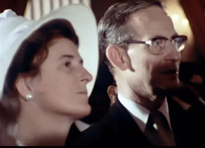 LE MINISTRE DE LA COOPERATION et Mme ROBERT GALLEY, FILLE AÎNEE DU MARECHAL PHILIPPE LECLERC DE HAUTECLOCQUE (1902 + 1947)