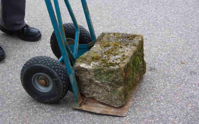 Anlieferung des Steins aus Flossenbürg