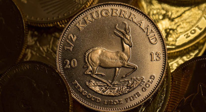 Eine halbe Unze, 22 Karat Krügerrand Goldmünze ist im Sharps Pixley Ltd Gold Showroom ausgestellt
