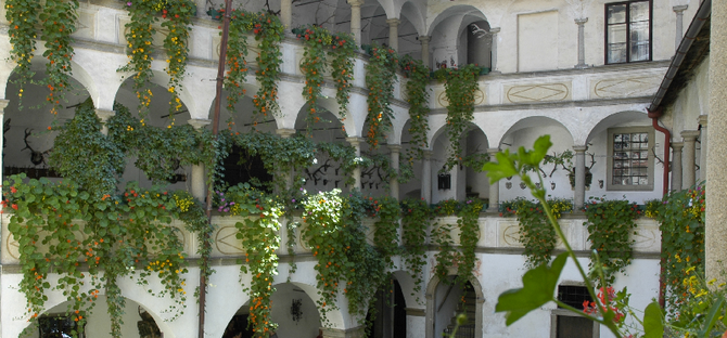 Renaissance 3 stöckiger Innenhof mit Arkaden