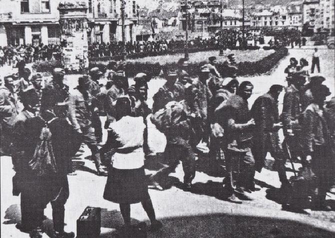 Zarobljeni civili i vojnici u prolasku kroz Maribor 1945