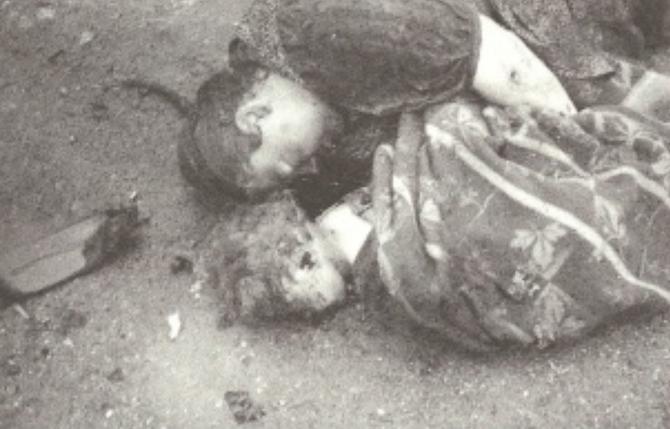 Klagenfurt  - Od partizana ubijena majka i djete (krišom uslikano od  jedne austrijanke)