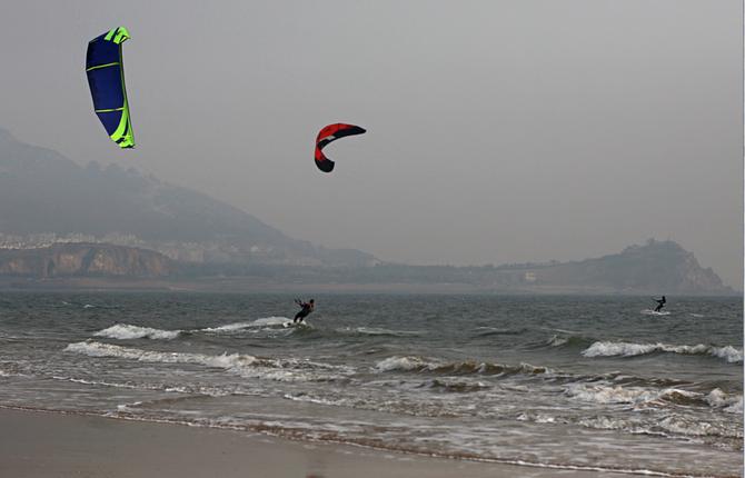 Eh oui! On peut aussi faire du Kitesurf à Qingdao! Image