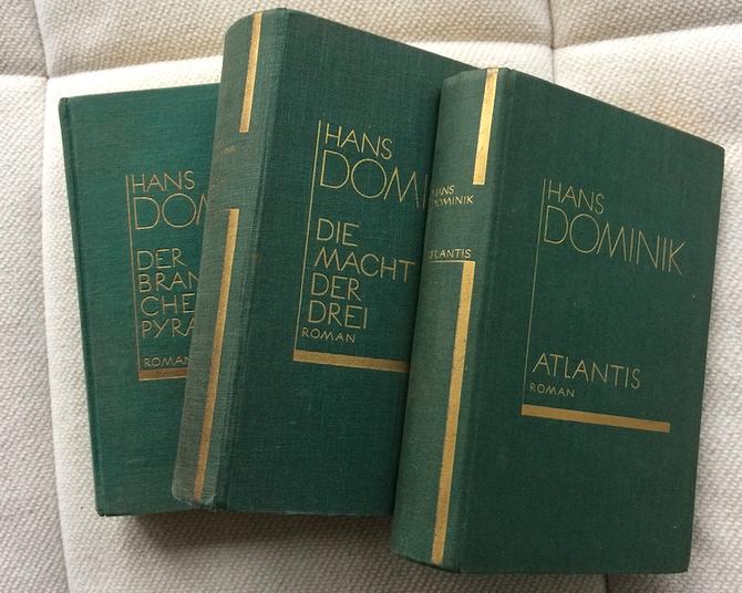 Drei der 'grünen Bände', in denen viele Romane Dominiks in den 20er und 30er Jahren veröffentlicht wurden.