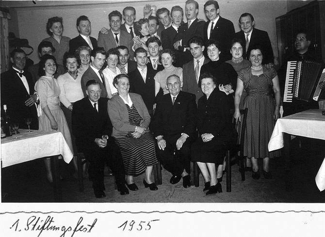 das erste Stiftungsfest des RMC Schloß Neuhaus, seinerzeit noch in Abendgarderobe und mit vom Akkordeon begleiteter Tanzmusik