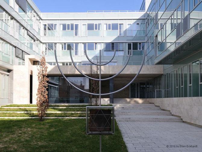 2009 eingeweiht: Die städt. Gedenkstätte Erinnerungsort Liberale Synagoge Darmstadt, Klinikumsgelände. Foto: Ellen Eckhardt (FLS)