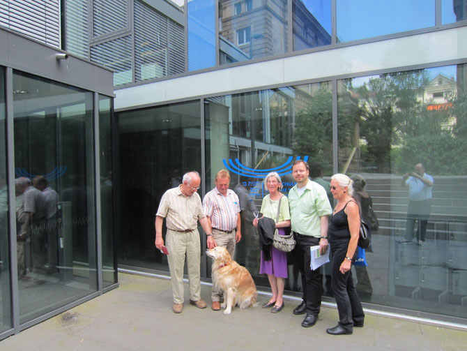 Die FLS-Reisegruppe vor der Jüdische Hochschule in Heidelberg / Foto: FLS