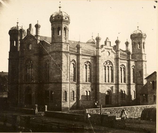 War schon um 1900 Nachbarin des Stadtkrankenhauses Grafenstr.: Die Liberale Synagoge / Foto: Stadtarchiv