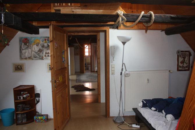 Dachgeschoß - Bild von eiem Zimmer in das andere - bis in das Bad