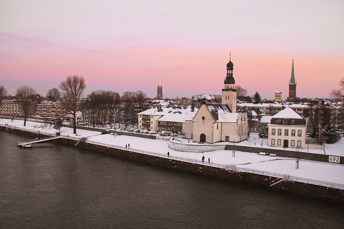 Winteransicht Rheinpanorama Köln Mülheim
