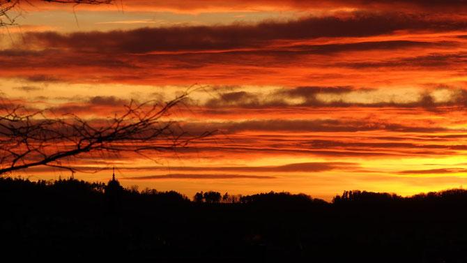 Abendhimmel über Ansbach 09.12.2013, 16:24