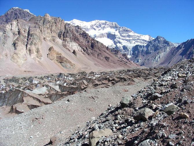 Weg zum Plaza Francia (4.000 m ü.NN) im Hintergrund die Südwand des Aconcagua08.01.2008, 11:15 Uhr