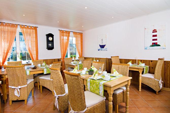 Frühstücksraum im Hotel Ekke Nekkepenn in Nebel auf Amrum