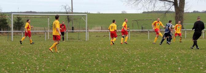 Die Fußballer der SG Klinze-Ribbensdorf beim Vorbereitungsspiel gegen Ausleben (Foto K.A.K)