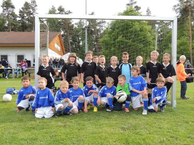 Hier die kleinen Stars, nach einem Spiel gegen die Jungs aus Helmstedt
