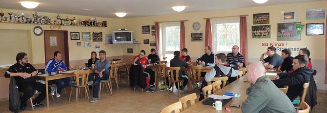 Die Erste Mannschaft der SG Klinze-Ribbensdorf beim Workshop am 08.Februar 2014