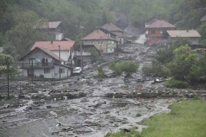 Schwerste Regenfälle seit 120 Jahren verwüsten das Land