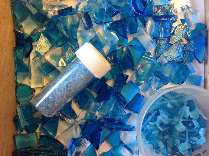 türkisblau Chips Glasgestaltung Fusing