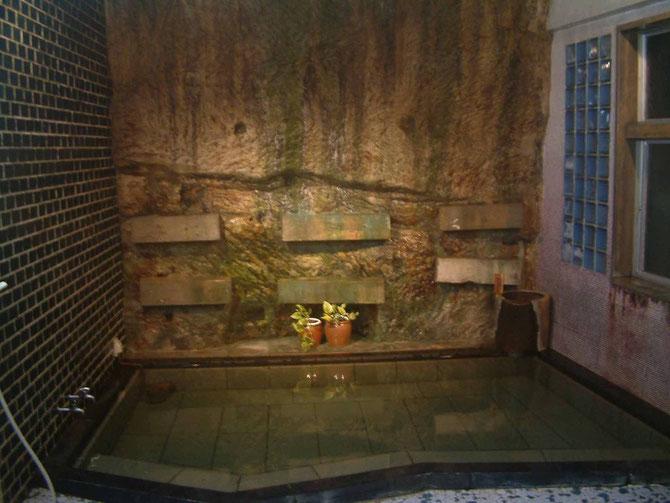 天然岩壁温泉