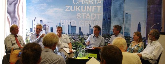 """Podiumsdiskussion """"Zukunft Stadt und Grün"""" in der Botanika mit dem VGL und der Stiftung Grüne Stadt."""