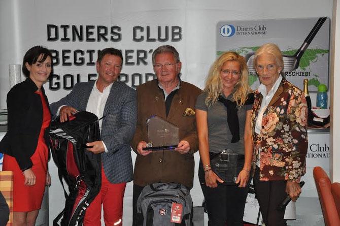 Diners Cub Beginner´s Trophy: Die Nettogewinner - v.l.n.r. Julia Horvath (Diners Club), Wolfgang Grillenberger, Michael Micksche, Nina Stix und GCO Vizepräsidentin Inge Kula. Foto: zVg