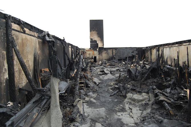 So sah der Dachboden nach dem Brand aus. Aber schlimmer noch waren die Schäden durch das Löschwasser.