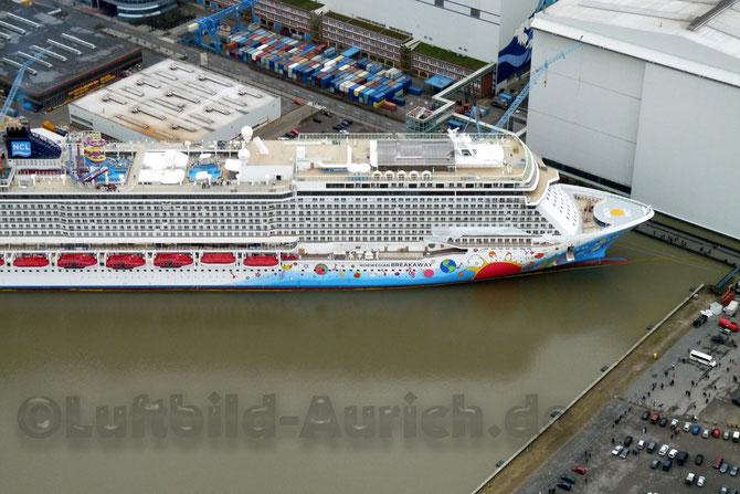 """Papenburger Meyer-Werft  """"Norwegian Breakawy""""  (im März 2013)"""