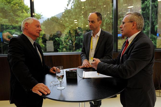 Oskar Lafontaine im Gespräch mit Stefan Schnyder und Claude Chatelain.