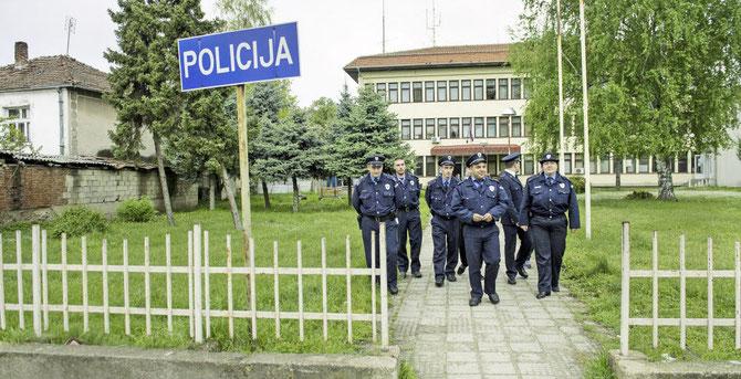 Das multiethnische Polizeicorps im serbischen Bujanovac. Auf diesem Flecken Erde sind die Albaner in der Mehrheit. Dass sie auch im Polizeicorps vertreten sind, verdanken sie internationalen Bemühungen.