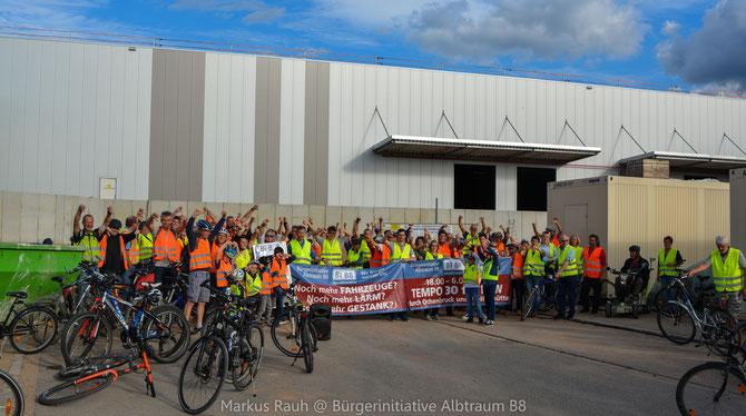 Ziel der Demo war die neue Logistikhalle im Industriegebiet Ochenbruck.