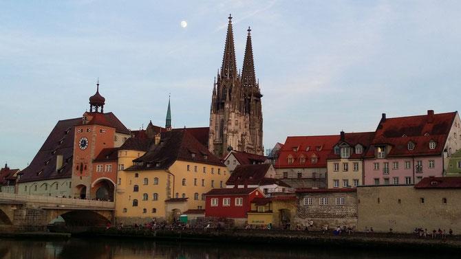 Steinerne Brücke, Salzstadel und Dom, Regensburg