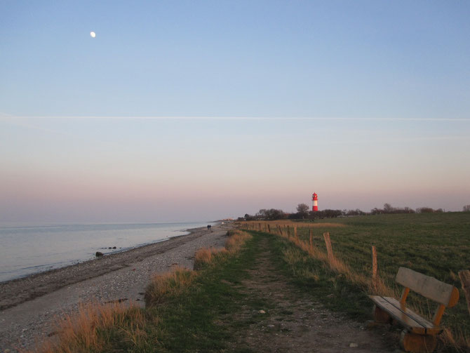 Strand am Leuchtturm von Falshöft