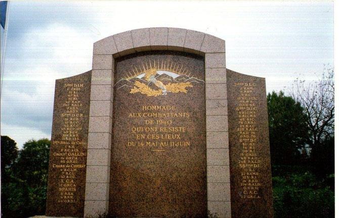Ce monument se situe à Stonne, Ardennes. Il marque le souvenir des 100 000 jeunes morts dans la région en mai juin 1940
