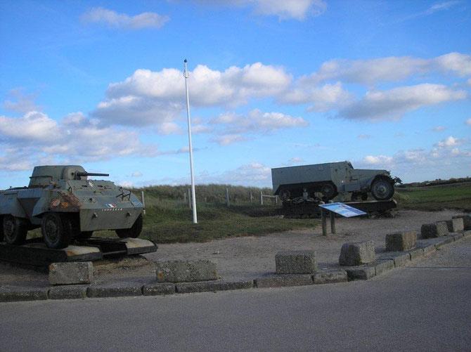 Auto mitrailleuse de l'époque du débarquement exposée près du musée a Utah-Beach