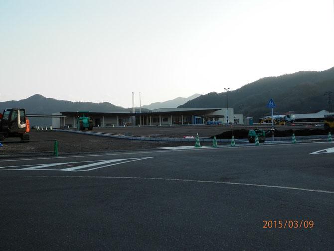屋外舗装を残すのみの、蒲江インターパークの様子。