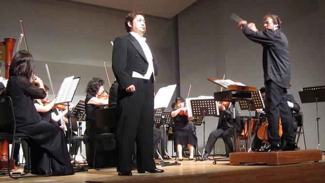 オペラ座 ガラ・コンサートの舞台にて 指揮者アルド・サルヴァーニョ氏と