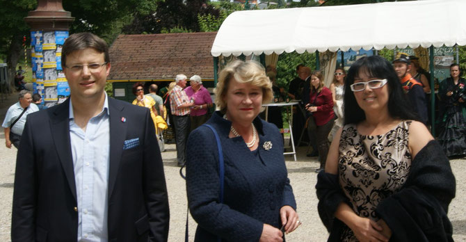Matthias Laurenz Gräff und Georgia Kazantzidu mit Anita Hohenberg auf Schloss Artstetten
