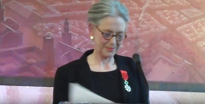 LE 25 JUIN 2013 Hélène MACE de LEPINAY reçoit la CROIX d'OFFICIER DE LA LEGION D'HONNEUR des mains du PREMIER MINISTRE François FILLON.....Mairie du 15è