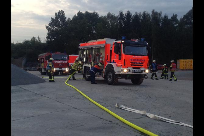 Übung bei der Fa. FTO Obermain in Horb am Main am 25.09.2014 im Rahmen der Feuerwehr-Aktionswoche (4) - (Foto: FF Burgkunstadt)